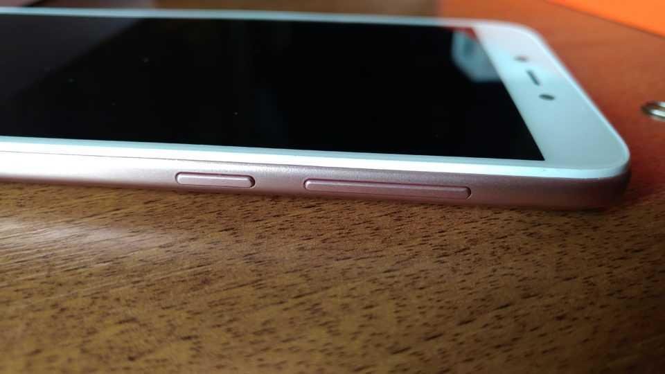 Правая грань Xiaomi Redmi 5A